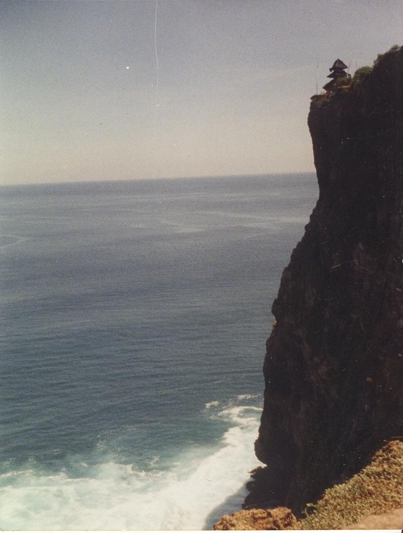 Bali_cliff_over_ocean