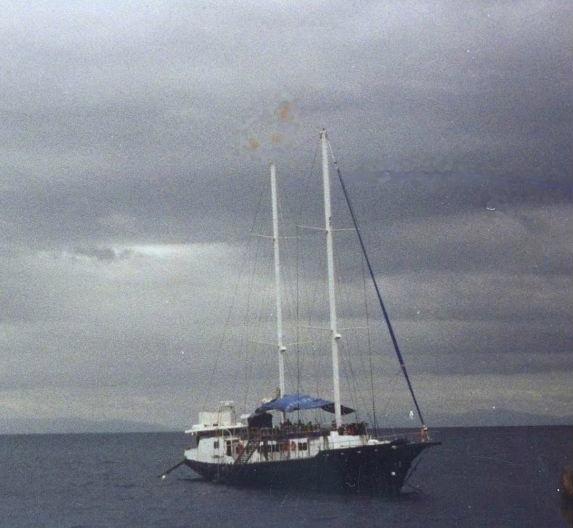 Dive_boat_2