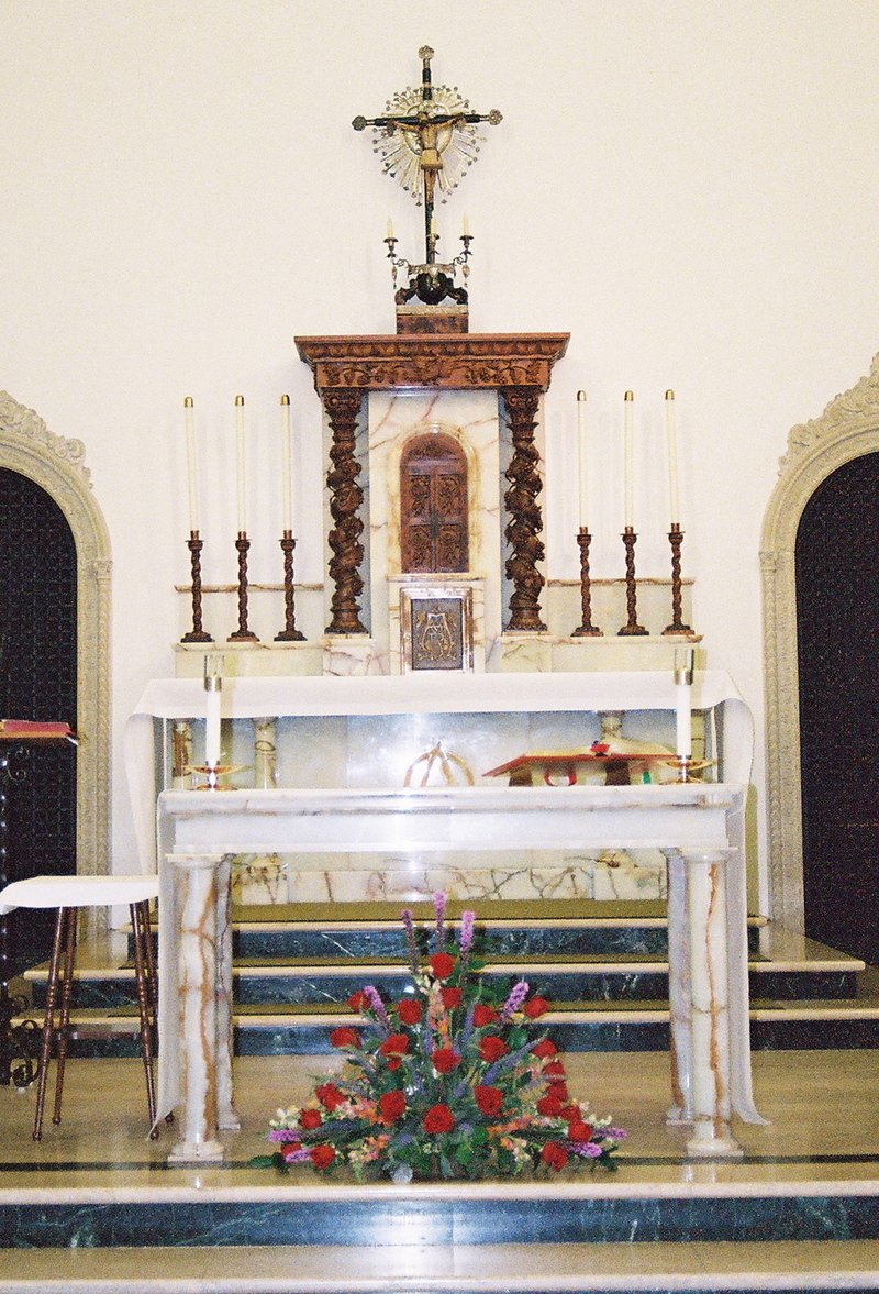 Altar_and_cross
