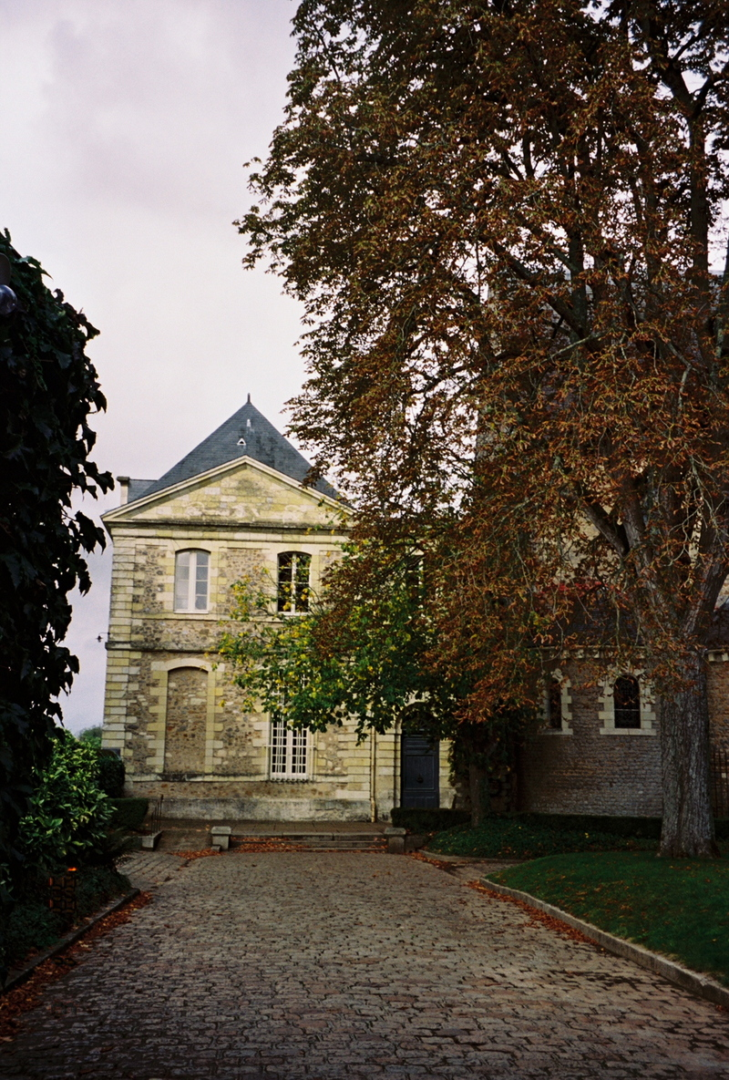 Solesmes_courtyard